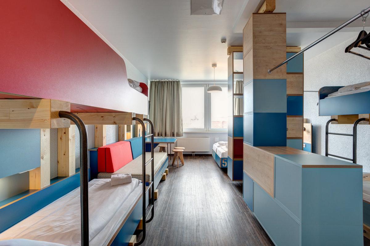 meininger hotel hamburg city center in hamburg. Black Bedroom Furniture Sets. Home Design Ideas