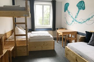 Blue-Doors-Hostel-KTV__t11150h.jpg
